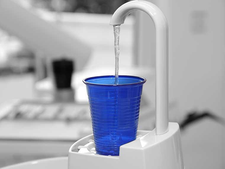 Was geschieht bei der professionellen Mundhygiene?